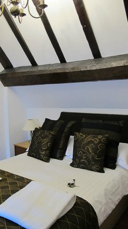 Prince Rupert Hotel: Timbered walls and beautiful bed