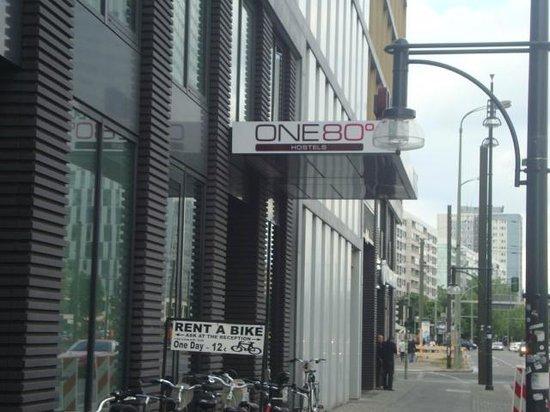 ONE80 Hostels Berlin: logo ali! rs!