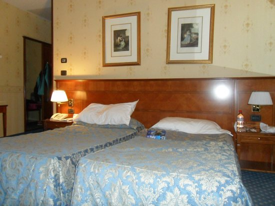 Windsor Hotel Milano: twin beds
