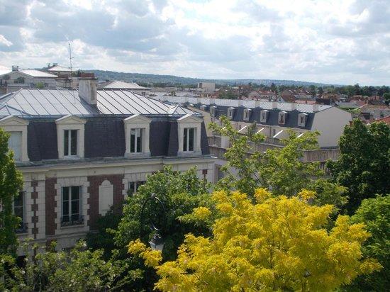 Qualys Hotel Rueil La Defense: View from room