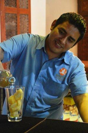 Las Ranitas Eco-boutique Hotel : Bartender