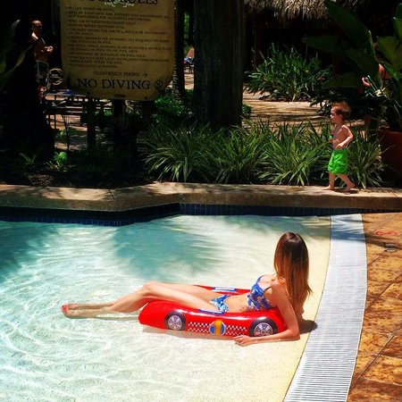 Wyndham Bonnet Creek Resort: Loving this pool! Yes, we bought that float in the gift shop...