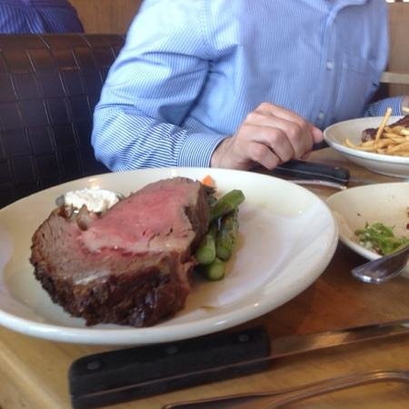 Salt Creek Grille : Prime rib at our table