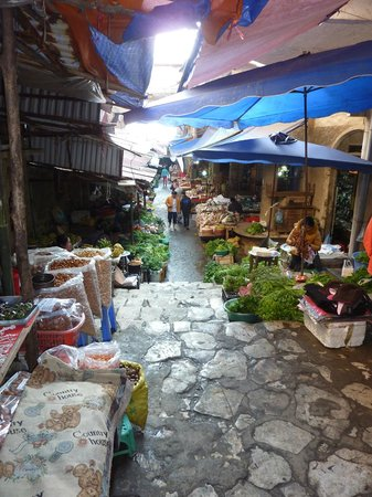 Sapa Eden Hotel : The market just around the corner
