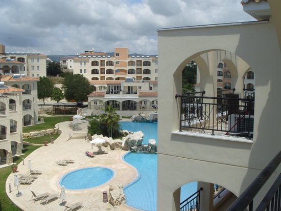 St. Nicolas Elegant Residence: Pool and Restaurant