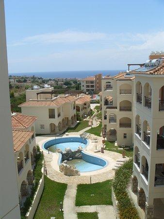 St. Nicolas Elegant Residence: Empty Pools and Sea View