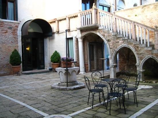 Vista sul giardino picture of palazzo contarini della - Hotel della porta ...