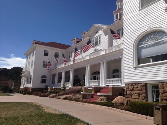 Cascades Restaurant at the Stanley Hotel: Hotel Front View