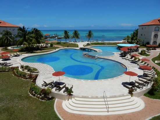 Grand Caribe Belize Resort and Condominiums: Ocean and pool view from our balcony