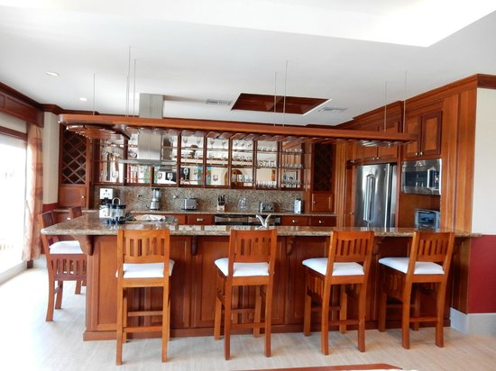 Grand Caribe Belize Resort and Condominiums: Gourmet kitchen