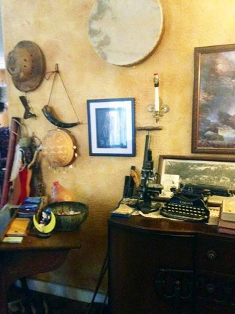 Sulphur Springs Inn : Vintage curiosities in the lounge