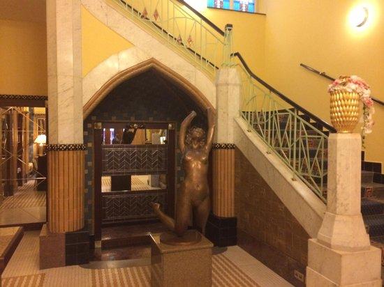 Art Deco Hotel Imperial : Ground floor art