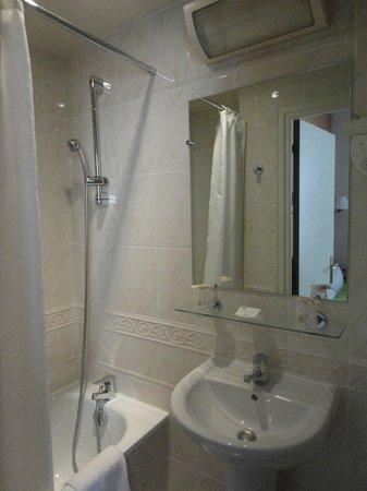 Best Western Tour Eiffel Invalides: Hermoso baño
