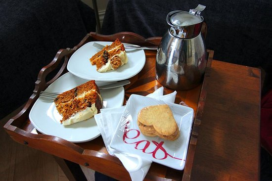 Gallan Mor Boutique Bed and Breakfast: just perfect anniversary cake