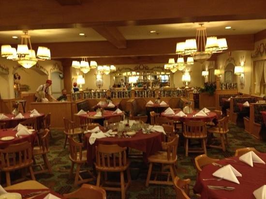 Bavarian Inn Restaurant: Dining Family Style