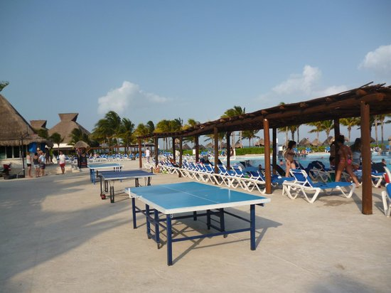 BlueBay Grand Esmeralda : Pool area