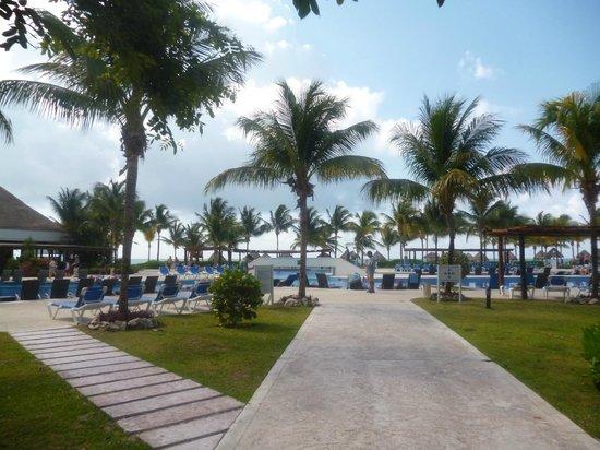 BlueBay Grand Esmeralda : View on the pool
