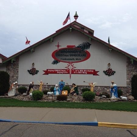 Bronner's Christmas Wonderland: Front of Building