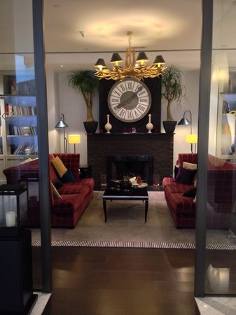 Sofitel Brussels Europe: Reading? Yes, I can definitely do it here! Lovely hotel