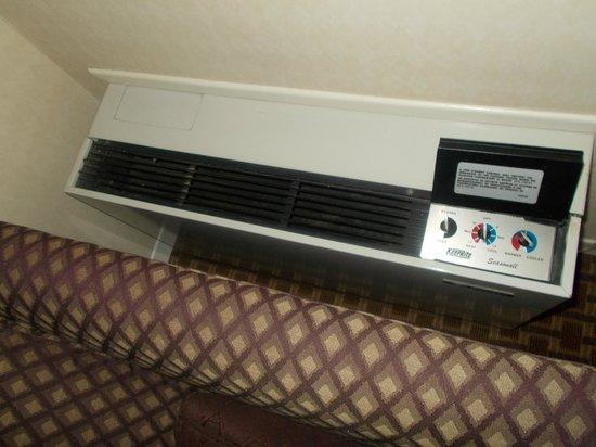 Comfort Inn Toronto Northeast: heater......can heat up the room very fast