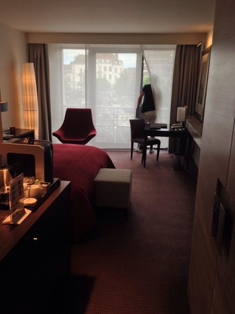 Sofitel Brussels Europe: Great room 203 with an amazingly comfy bed!