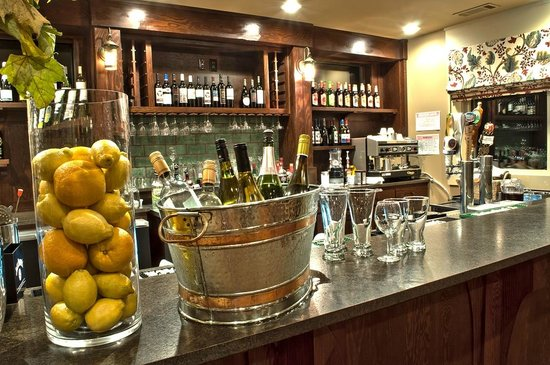 Red Tail Mountain Golf Club: Bar Area at Vistas