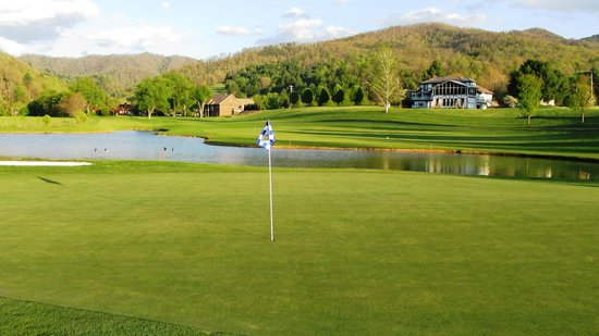 Red Tail Mountain Golf Club: Hole 11 with water
