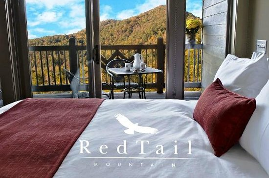 Red Tail Mountain Golf Club: Incredible views out window of overnight Lodging
