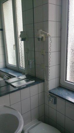 Manhattan Hotel: baño