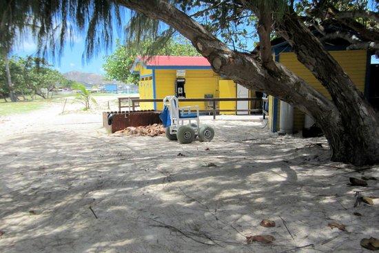 Club Orient Resort: Beach wheelchair by Perch bar