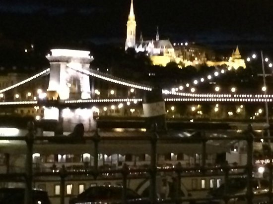 InterContinental Budapest: くさり橋