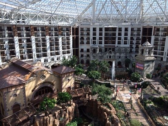 Gaylord Texan Resort & Convention Center: atrium