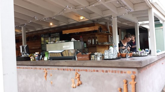Morris & Jame's Cafe-Bar : ordering counter