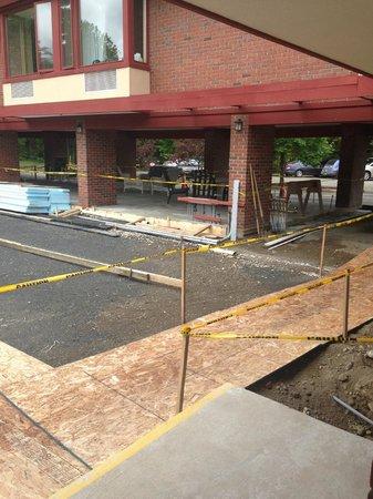 The Inn at Crumpin-Fox: CONSTRUCTION