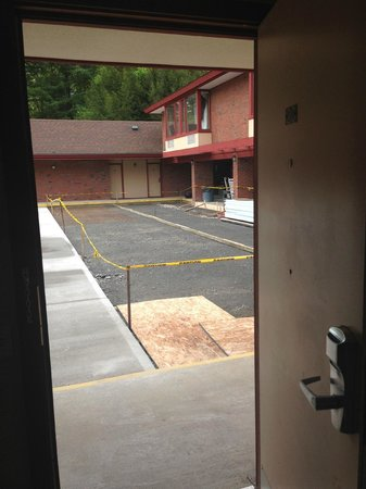 The Inn at Crumpin-Fox : Construction - view from my room