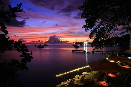Castle Comfort Dive Lodge: Evening sunset views -