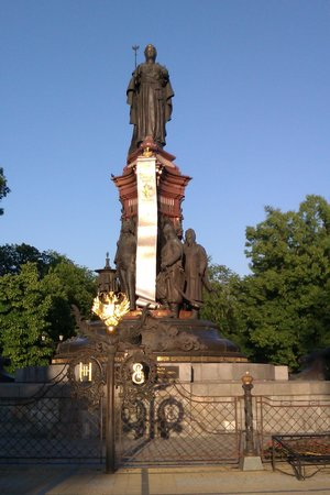 ‪Monument to Catherine the Great‬