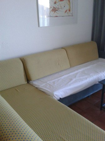 Blaumar Hotel: Sitting area and beds more then enough room and comfortable to.