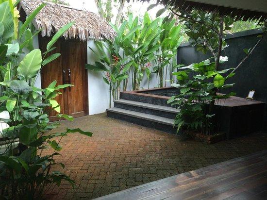 Villa Samadhi : Jacuzzi / Eingangsbereich