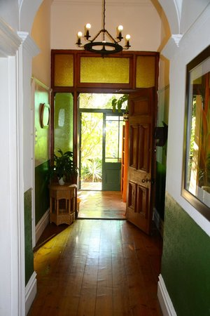 Mediterranean Villa Bed and Breakfast: entrance