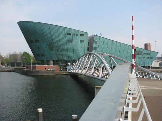 Vita Nova: Near the Nemo Museum