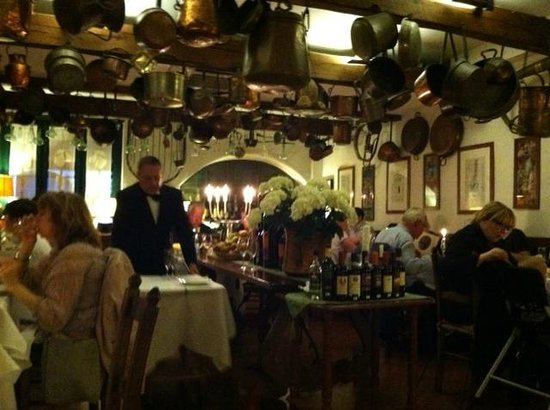 Buca di Sant'Antonio : Buca, dining area