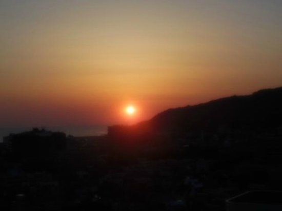 Ito Hotel Juraku : 部屋から見る日の出