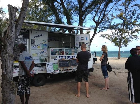 The St. Regis Mauritius Resort : One of the food carts down the beach