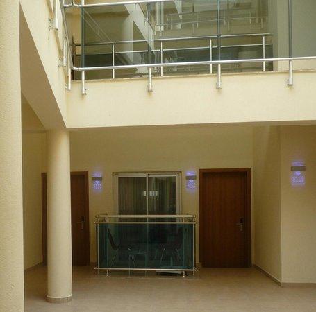 Montebello Resort: Room 3110. With an indoor balcony bizarre !!!