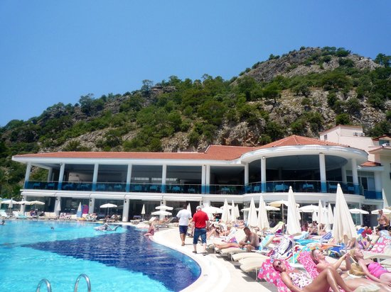 Montebello Resort: View toward the restaurant