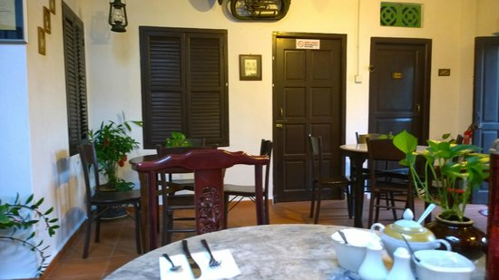 Cyclamen Cottage: Dining