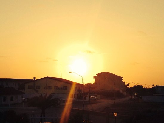 Aruba Breeze Condominium: Sunset view from the condo - May 2014