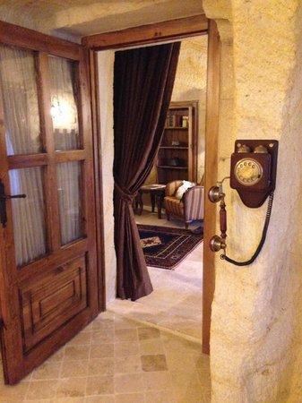 Kayakapi Premium Caves - Cappadocia: Working telephone in bathroom