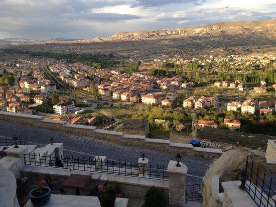 Kayakapi Premium Caves - Cappadocia: View below from Deck